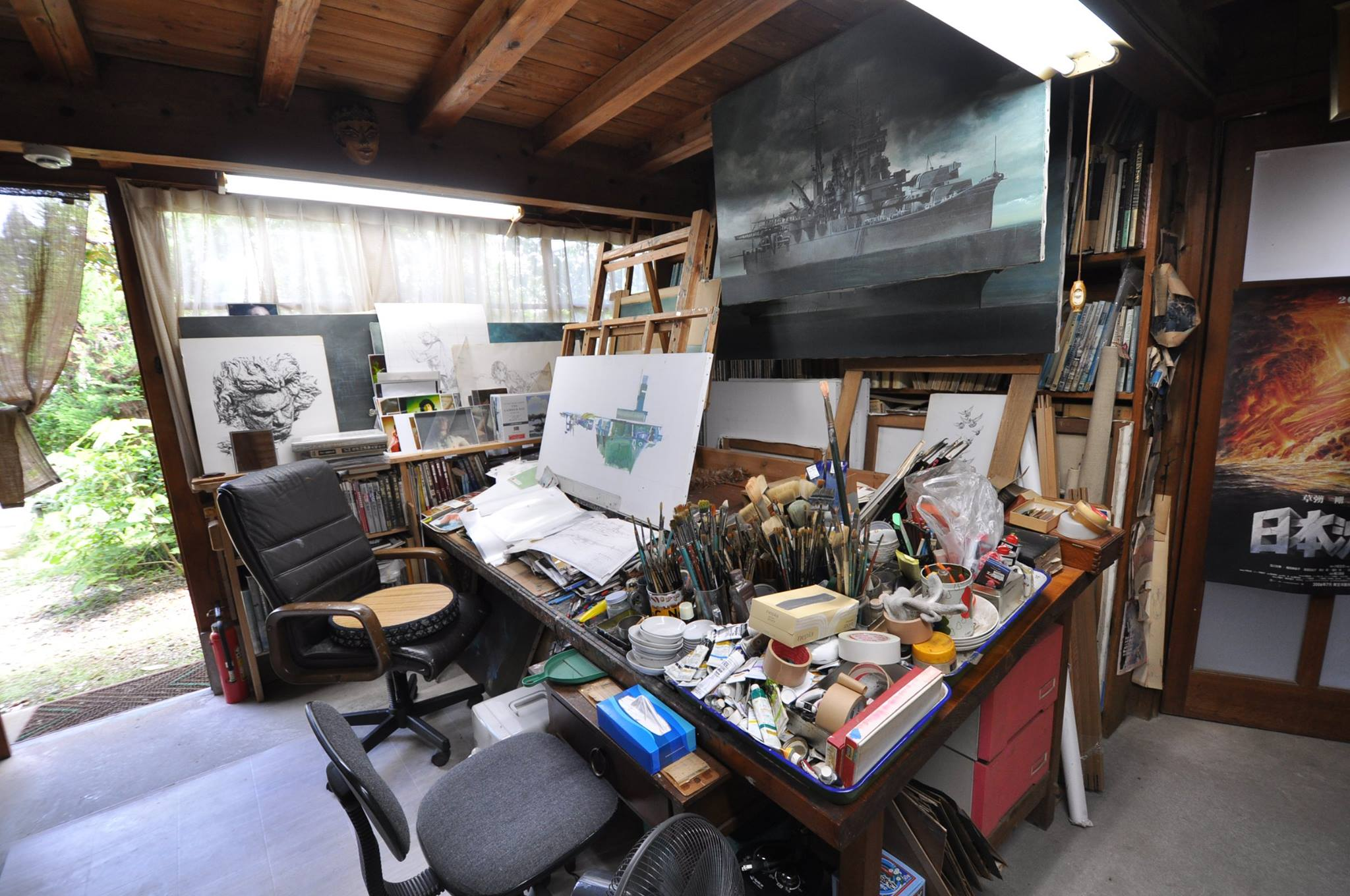 A view inside Ohrai's studio in Miyazaki. This photo was on display in the exhibition and I've taken this from the Facebook page for the exhibition.